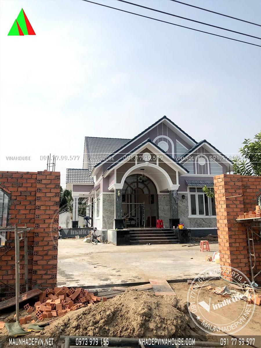 xây dựng biệt thự mái thái ở Long An đẹp M196